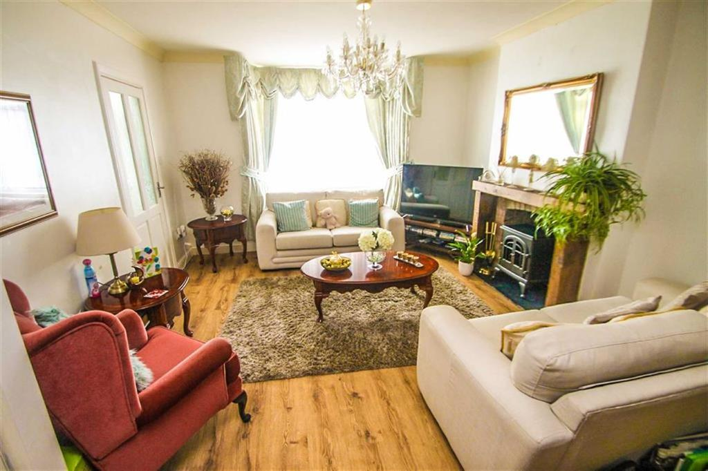 4 Bedrooms Detached House for sale in Upper Park Road, Clacton-on-Sea
