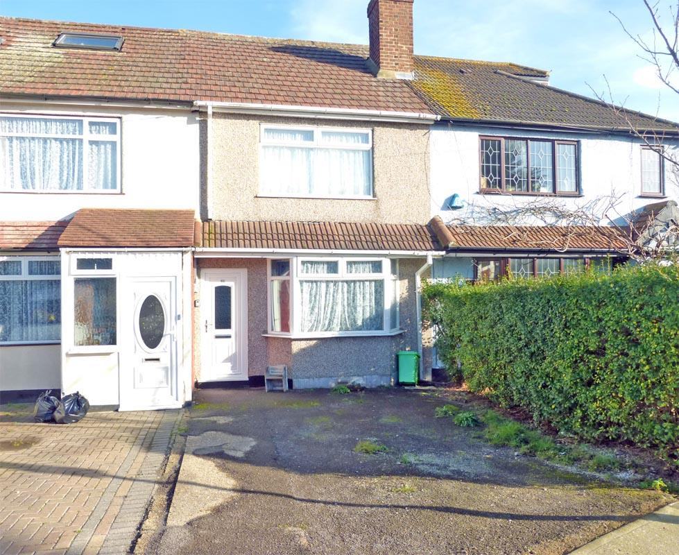 3 Bedrooms Terraced House for sale in Heaton Close, Harold Hill, Romford, Essex RM3