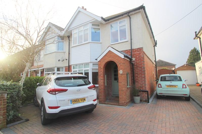 3 Bedrooms Semi Detached House for sale in Beaulieu Road, Southampton