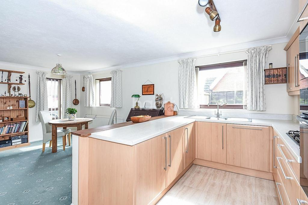 4 Bedrooms Detached House for sale in Manor Road