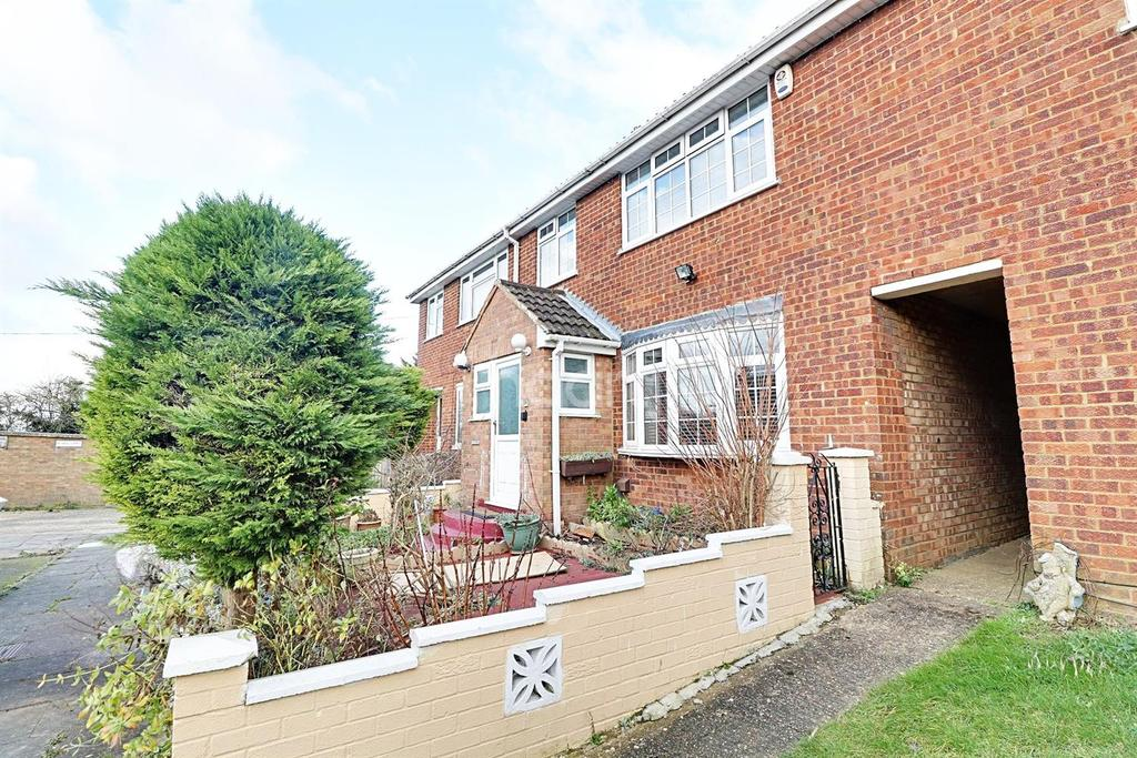 3 Bedrooms Terraced House for sale in Gelding Close, LU4