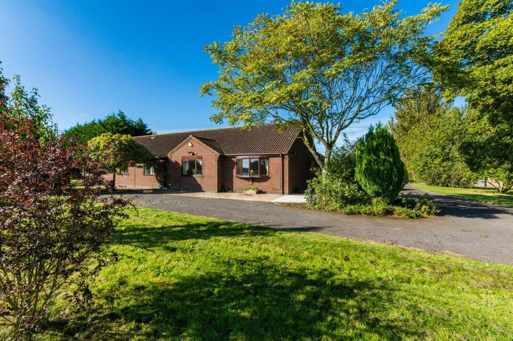 5 Bedrooms Detached Bungalow for sale in Scotter Road, Messingham, Scunthorpe, Lincolnshire, DN17