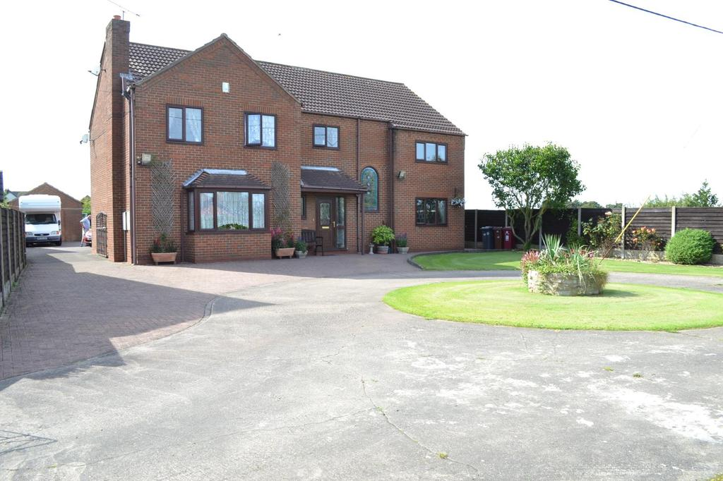 5 Bedrooms Detached House for sale in Southfield Road, Winterton, North Lincolnshire, DN15