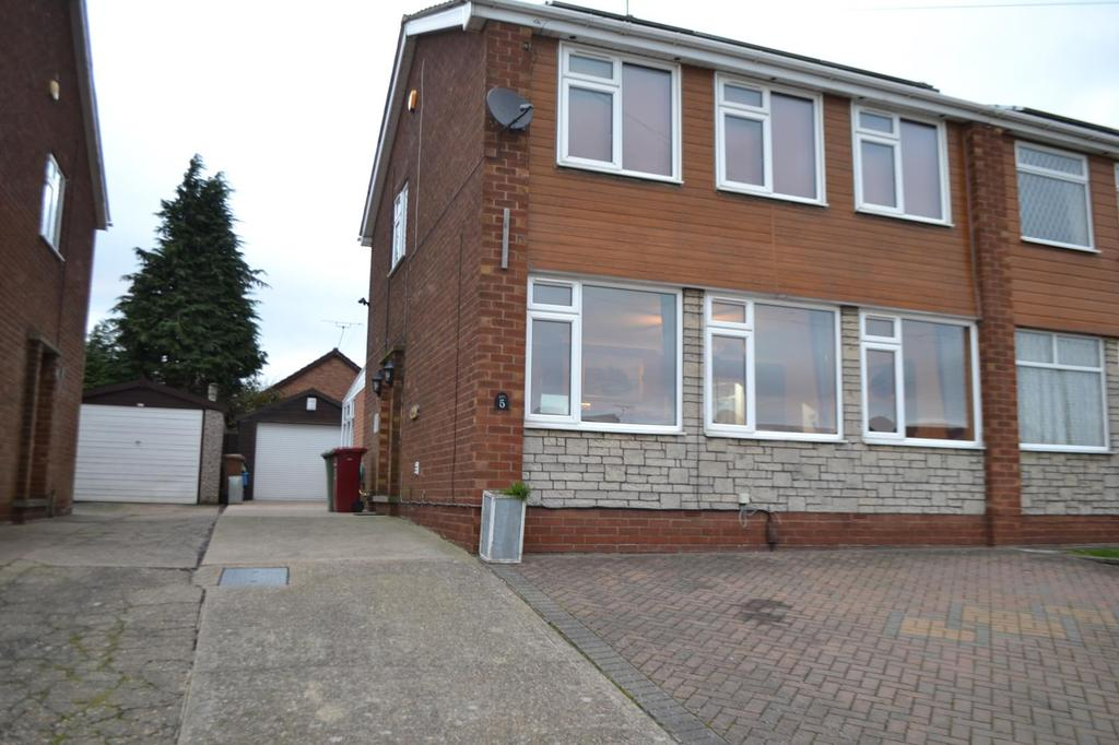 3 Bedrooms Semi Detached House for sale in Stuart Close, Scunthorpe, Lincolnshire, DN17