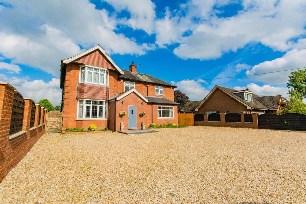 4 Bedrooms House for sale in Top Road, Winterton, Scunthorpe, Lincolnshire, DN15