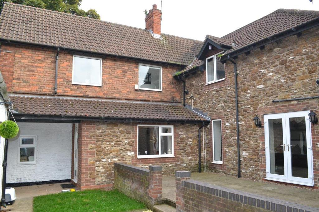 3 Bedrooms Semi Detached House for sale in Old Brumby Street, Scunthorpe, North Lincolnshire, DN16