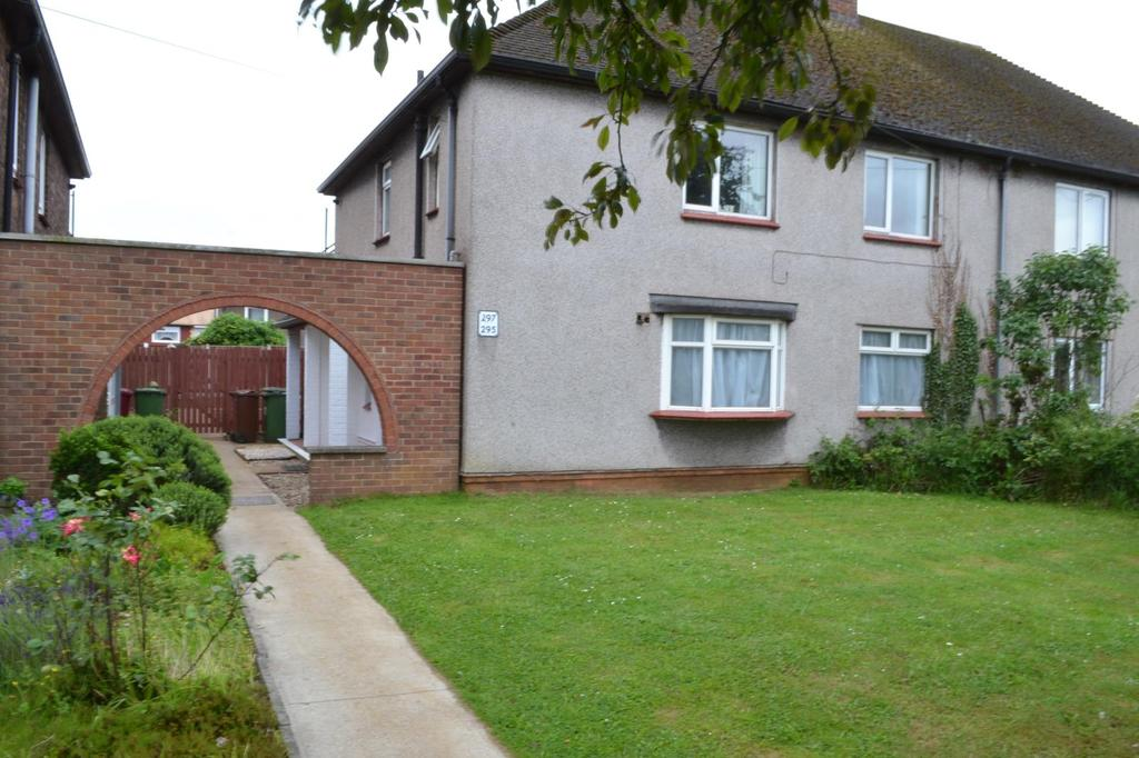 2 Bedrooms Flat for sale in Queensway, Scunthorpe, North Lincolnshire, DN16