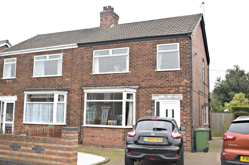 3 Bedrooms Semi Detached House for sale in Kathleen Avenue, Scunthorpe, North Lincolnshire, DN16