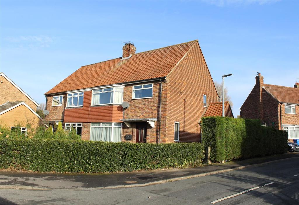 3 Bedrooms Semi Detached House for sale in York Road, Market Weighton, York