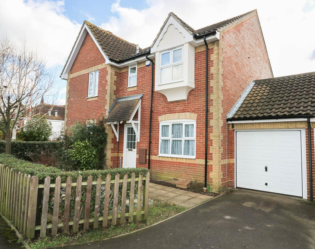 3 Bedrooms Semi Detached House for rent in Quilters Drive , Billericay CM12