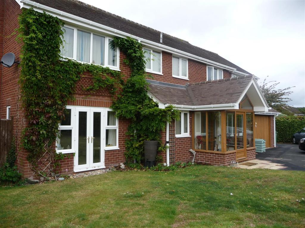 4 Bedrooms House for sale in Orchard End, 1 Frank Crosse Drive, Upton Magna, Shrewsbury, SY4 4TS