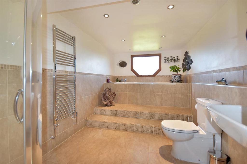 Hall Farm Bathroom.jpg