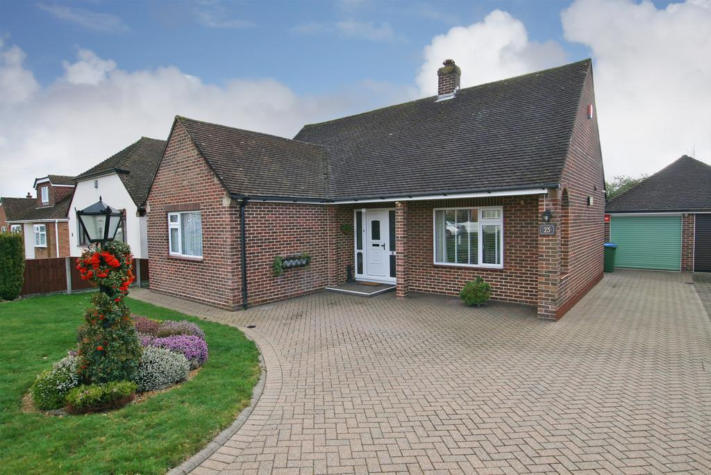 2 Bedrooms Detached Bungalow for sale in THE SPINNEY, DOWN END