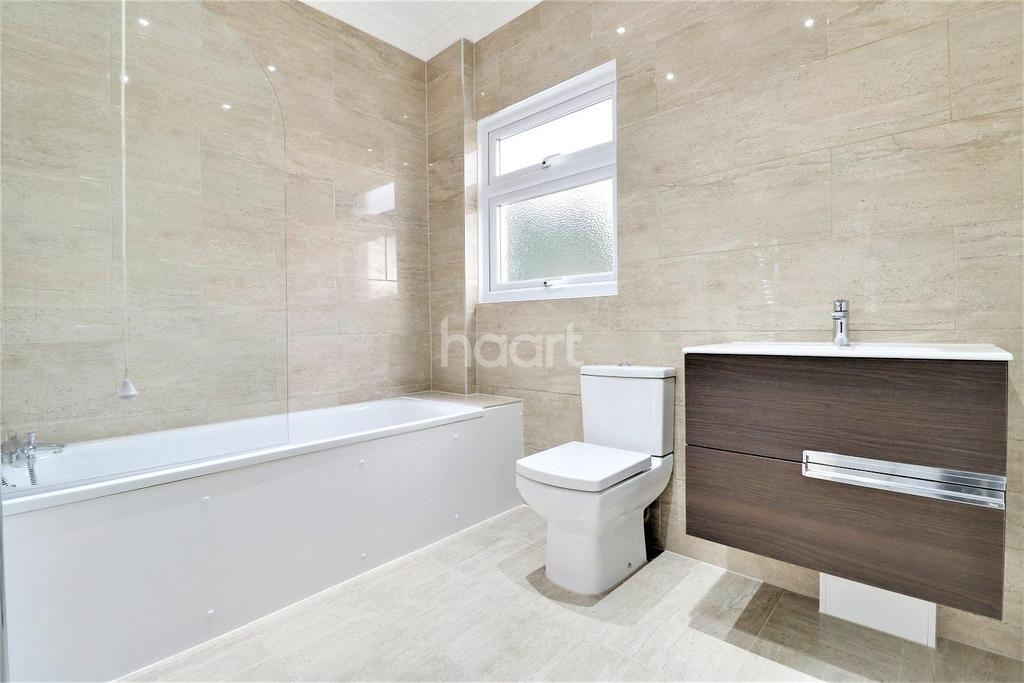 4 Bedrooms Semi Detached House for sale in Wards Road, Newbury Park, Ilford, Essex