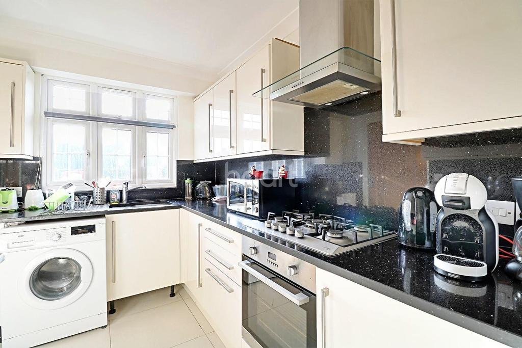 6 Bedrooms Detached House for sale in Ronald Avenue, London, E15