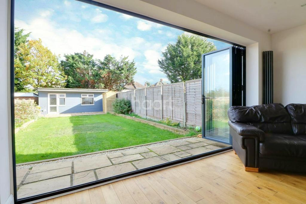 4 Bedrooms Semi Detached House for sale in Windermere Avenue, Preston Road