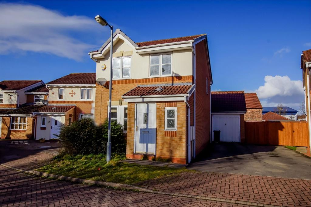 3 Bedrooms Detached House for sale in Hazelnut Grove, Clifton, YORK