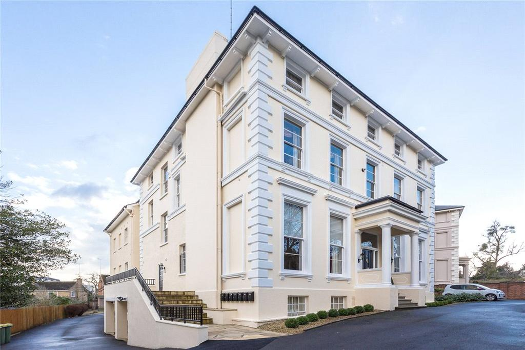 3 Bedrooms Flat for sale in Parabola House, Parabola Road, Cheltenham, Gloucestershire, GL50