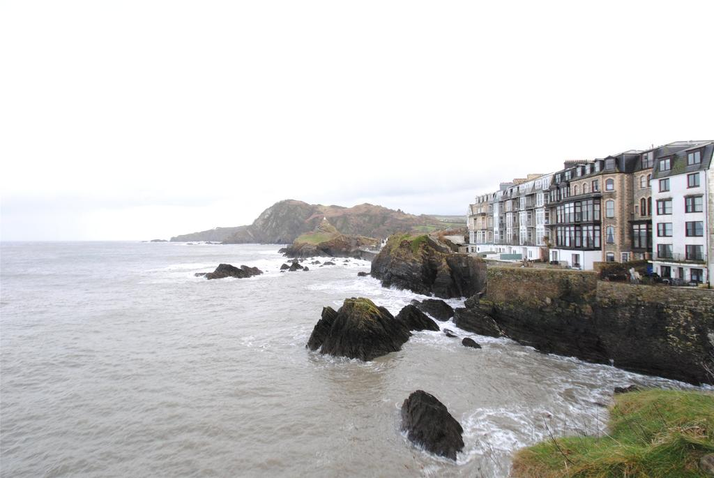 2 Bedrooms Apartment Flat for sale in Capstone Crescent, Ilfracombe