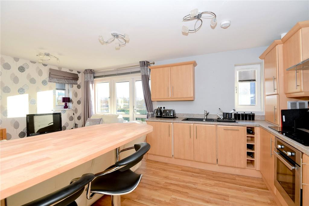 2 Bedrooms Flat for sale in Edmund Court, Basingstoke, Hampshire, RG24
