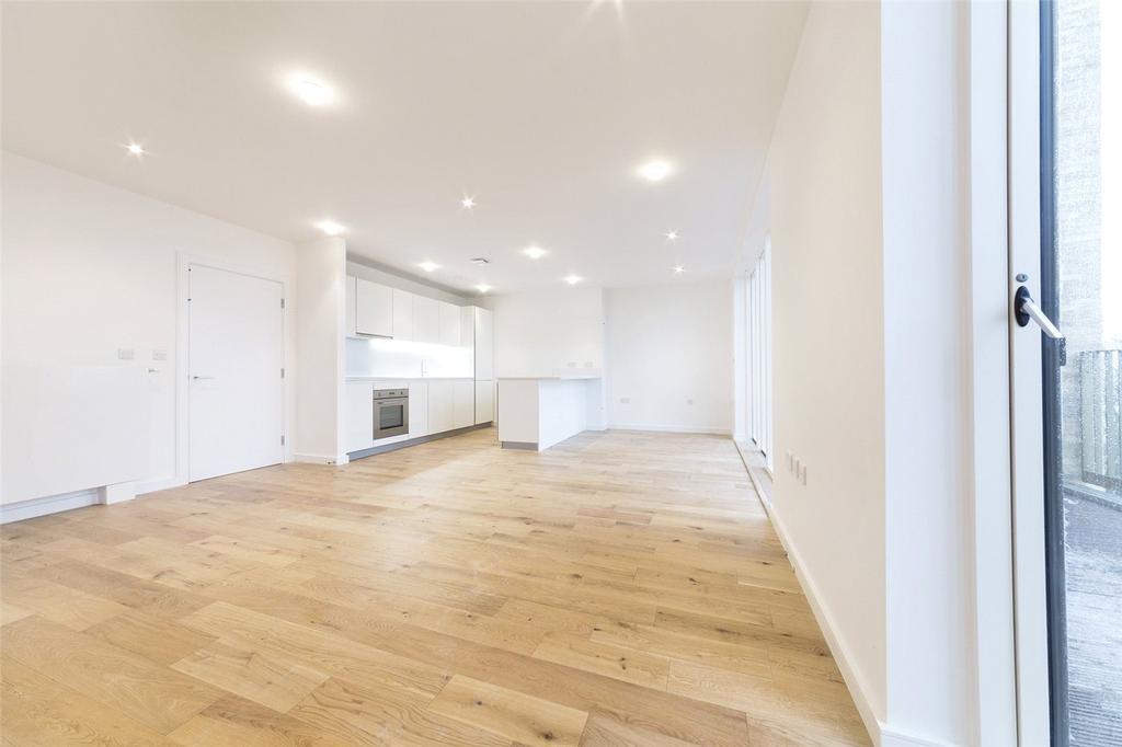 3 Bedrooms Flat for rent in Murrain Road, Clissold Quarter, N4