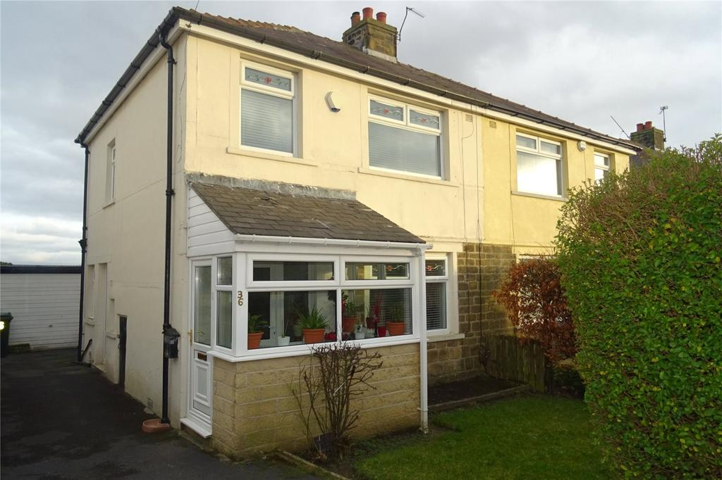 3 Bedrooms Semi Detached House for sale in Thorn Lane, Bradford, West Yorkshire, BD9