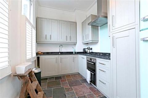 2 bedroom flat to rent - Coleraine Road, Blackheath, London, SE3