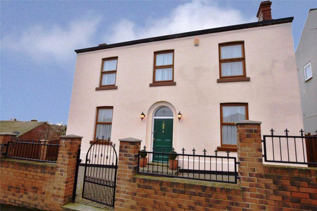 3 Bedrooms Detached House for sale in Colwyn House, Ouchthorpe Lane, Outwood, Wakefield, West Yorkshire