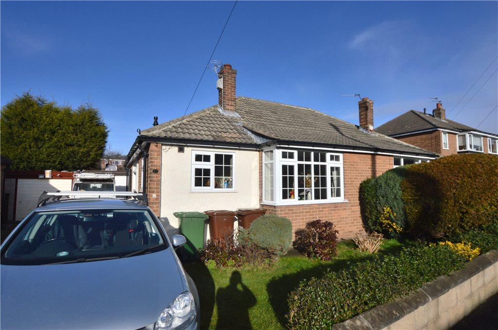 2 Bedrooms Semi Detached Bungalow for sale in Holmfield Grove, Wakefield, West Yorkshire