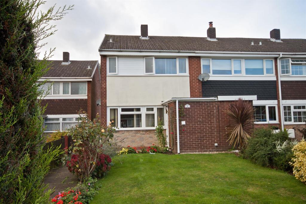 3 Bedrooms End Of Terrace House for sale in Ferndale Close, Burntwood, WS7 4US