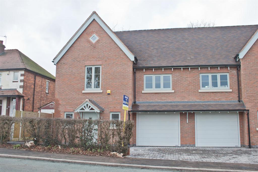 3 Bedrooms Semi Detached House for sale in Burntwood Road, Hammerwich, Burntwood, WS7 0JW