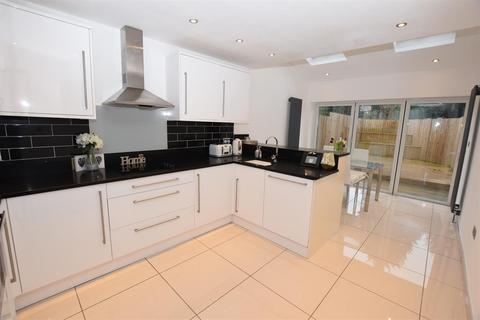 3 bedroom terraced house for sale - Valley Road, Solihull, West Midlands