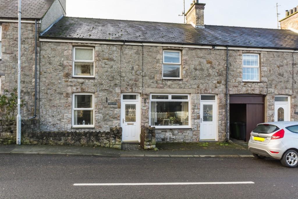 3 Bedrooms Terraced House for sale in Brynsiencyn, Llanfairpwll, North Wales