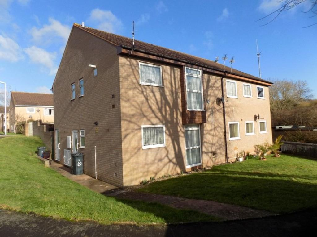 2 Bedrooms Ground Flat for sale in Woodfield Close, Exmouth