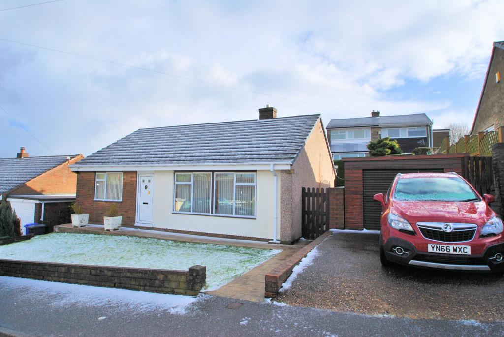 2 Bedrooms Detached Bungalow for sale in Ellorslie Drive Stocksbridge Sheffield