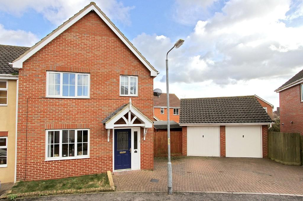 3 Bedrooms End Of Terrace House for sale in Varrick Way, Attleborough