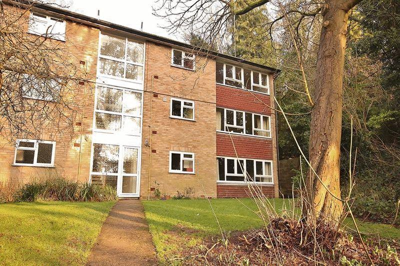 2 Bedrooms Apartment Flat for sale in Succombs Hill, Warlingham
