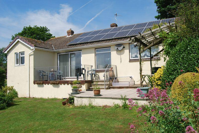 3 Bedrooms Bungalow for sale in Empsons Hill, Dawlish