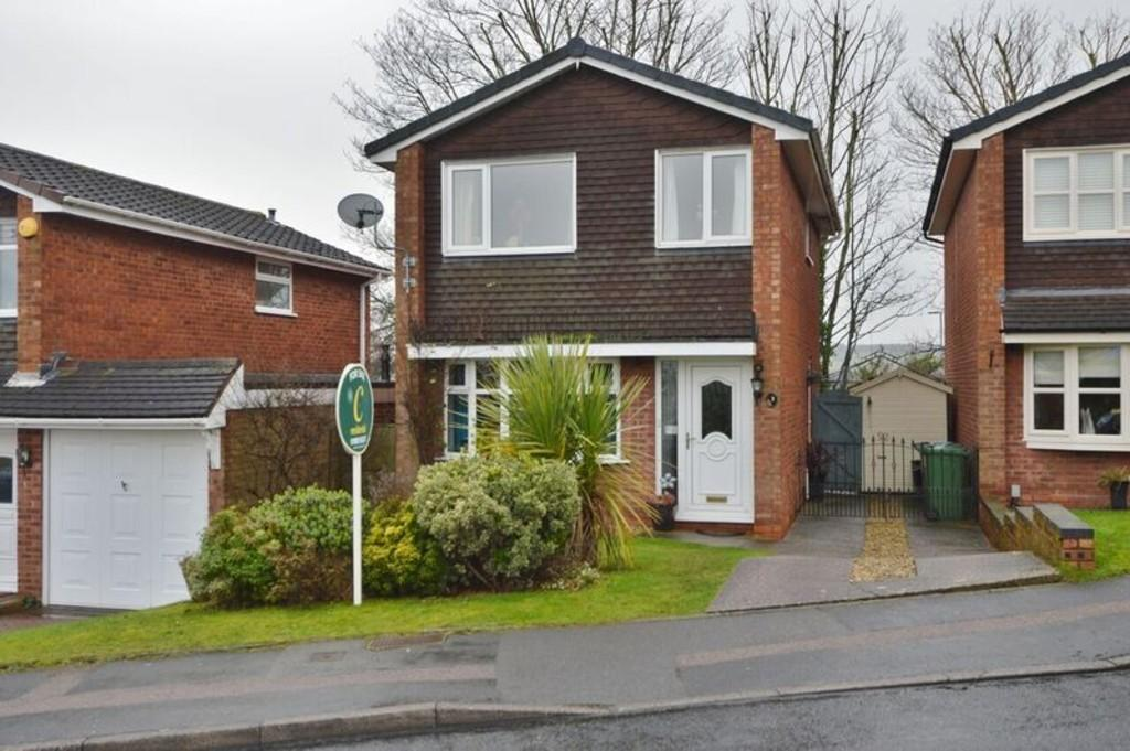 3 Bedrooms Detached House for sale in Sheringham Drive, Etchinghill