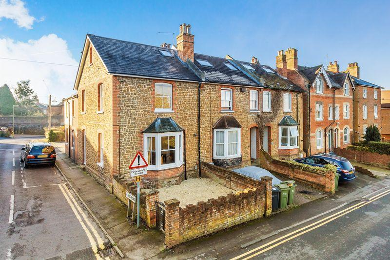 4 Bedrooms House for sale in Guildford Town Centre