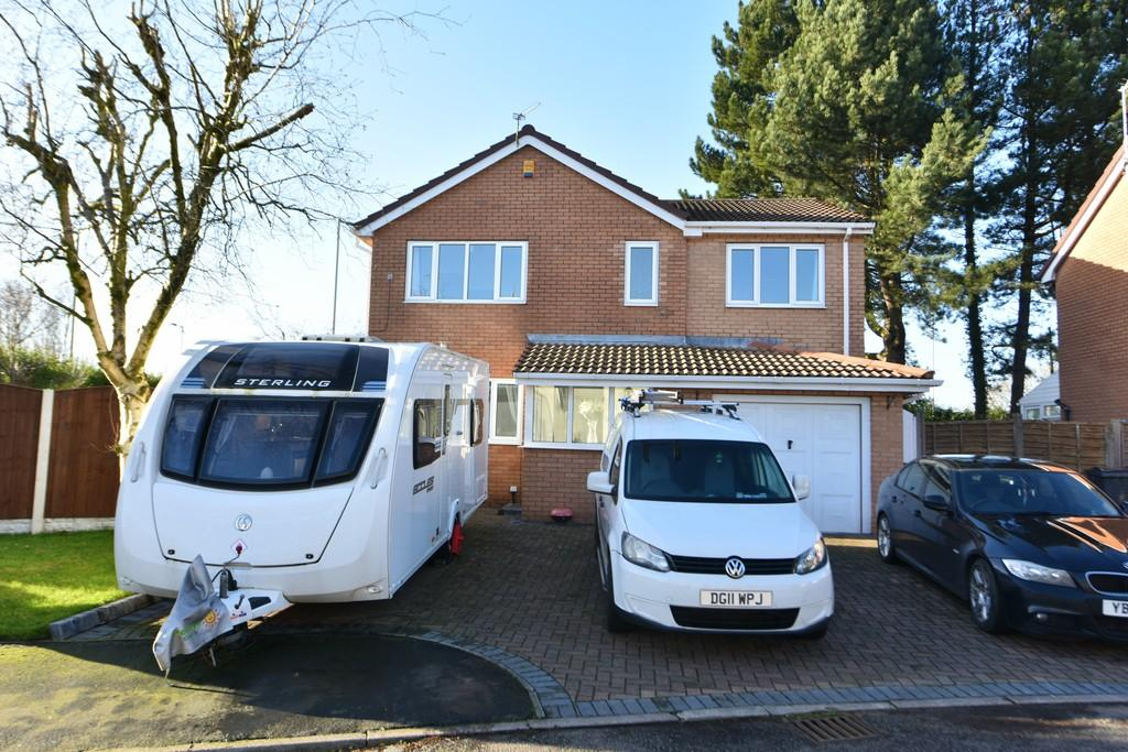 5 Bedrooms Detached House for sale in Pine Crest, Aughton