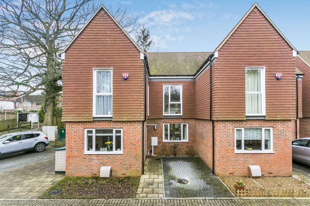 2 Bedrooms Semi Detached House for sale in Spring Walk, Tunbridge Wells