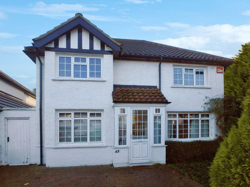 4 Bedrooms Detached House for sale in Manor Green Road, Epsom