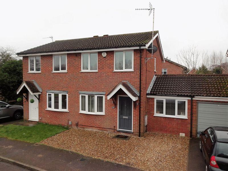 3 Bedrooms Semi Detached House for sale in Longbrooke, Houghton Regis, Dunstable