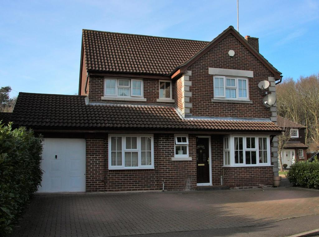 4 Bedrooms Detached House for sale in Roth Drive, Hutton, Brentwood, CM13
