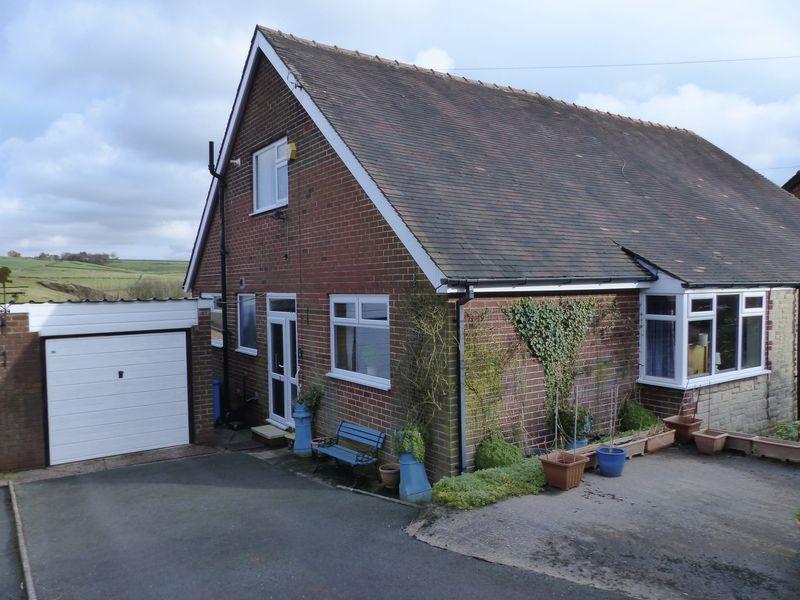 4 Bedrooms Semi Detached Bungalow for sale in Stonebreaks Road, Oldham