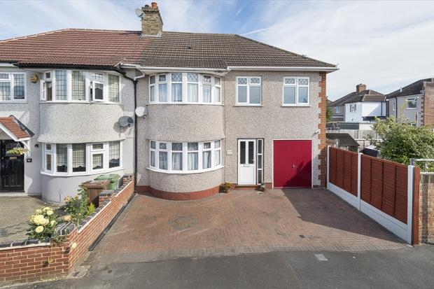 4 Bedrooms Semi Detached House for sale in Farnham Road, Welling, DA16