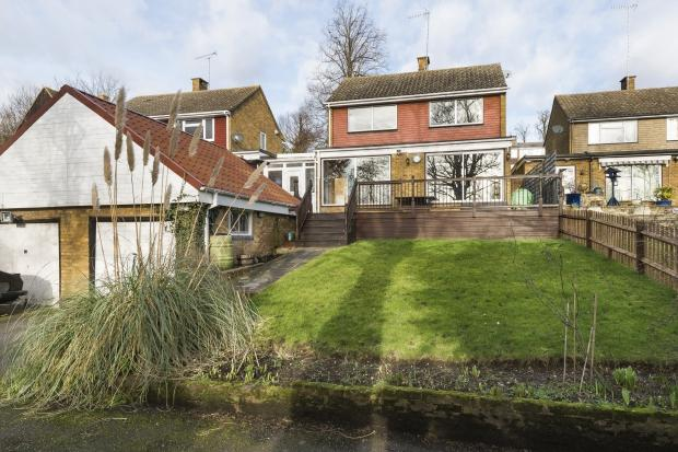 4 Bedrooms Detached House for sale in Monks Orchard, Wilmington, DA1