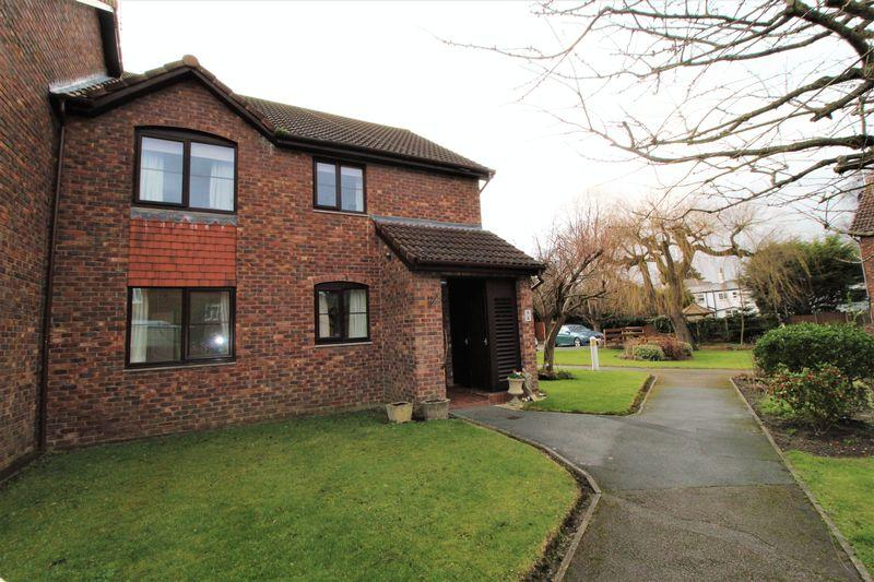 2 Bedrooms Apartment Flat for sale in Brimstage Green, Wirral