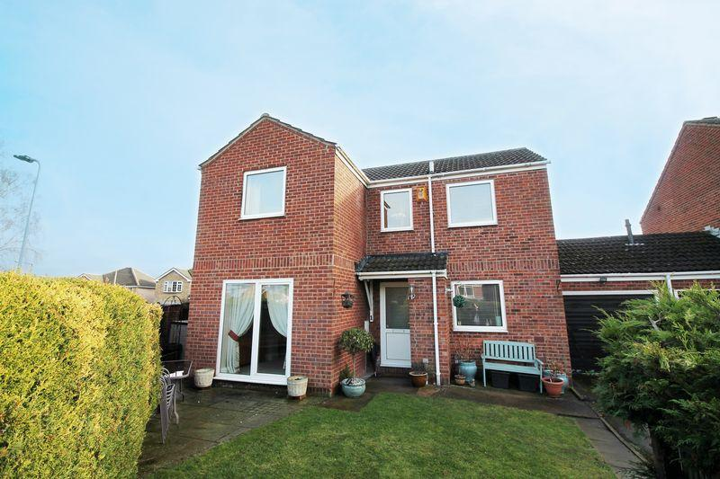 4 Bedrooms Link Detached House for sale in Kingstonia Gardens, Ripon